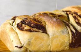 Pão doce recheado com chocolate
