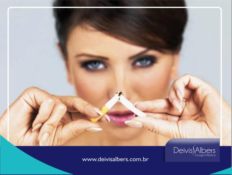 O tabagismo aumenta o risco de complicações durante e após uma Cirurgia Plástica