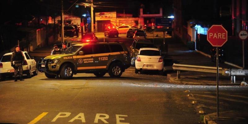 Os policiais chegaram a ser encaminhados ao Hospital de Pronto Socorro (HPS), porém não resistiram aos ferimentos