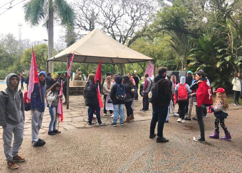 Concentração é na Praça Getúlio Vargas