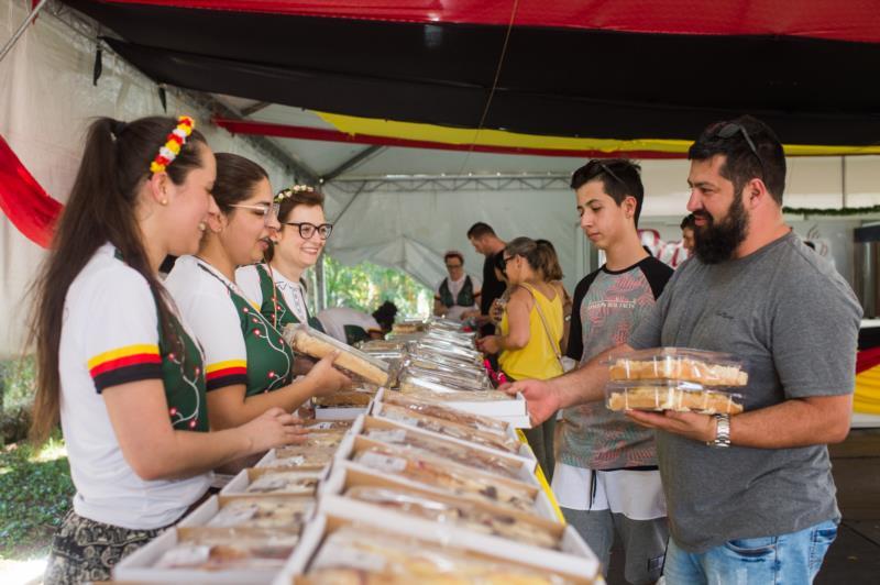 Espaço das Cucas comercializa tradicional iguaria santa-cruzense
