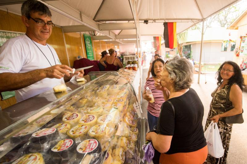 Agroindústrias atraem visitantes da Festa da Alegria