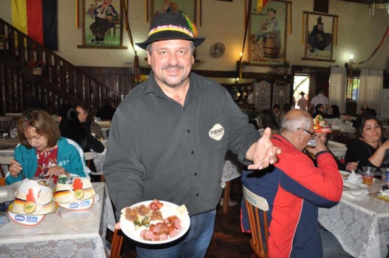 No café colonial há opção de buffet ou preparar a marmita