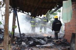Após incêndio, casa fica completamente destruída no interior de Vera Cruz