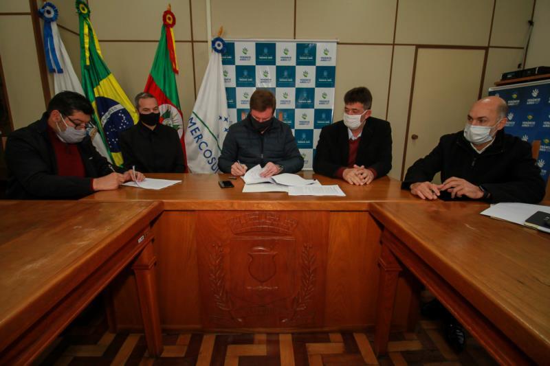 Assinatura do contrato ocorreu ontem