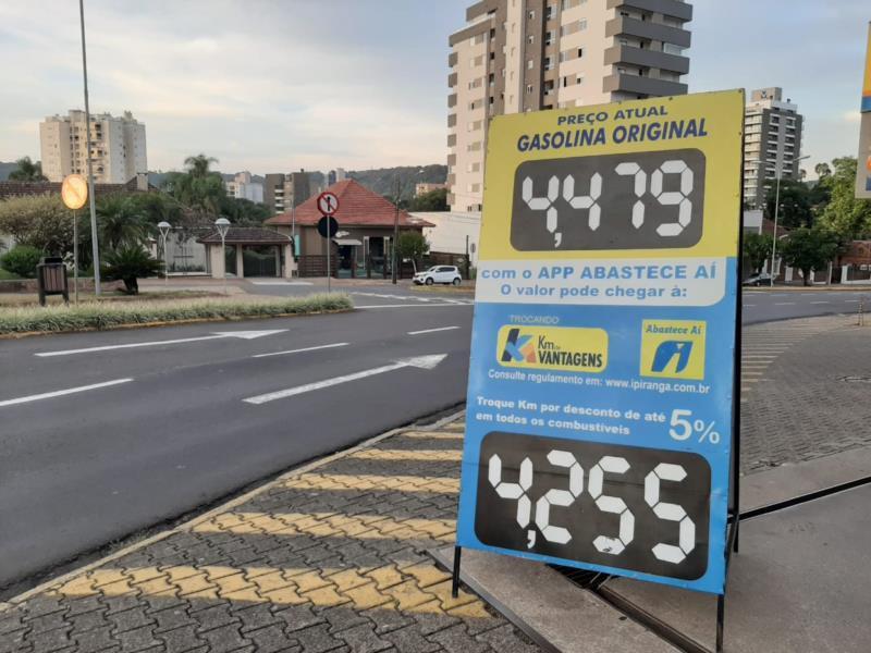 Gasolina deve fechar a semana ainda mais cara em Santa Cruz