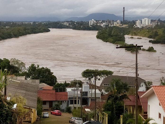 Rio Taquari volta a subir e alerta para nova enchente