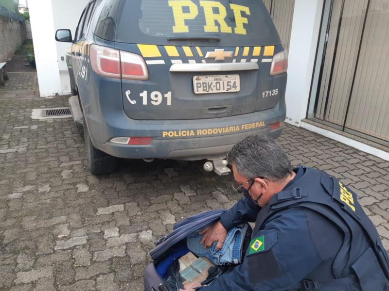 PRF apreende mais de meio milhão de reais sem procedência com um libanês em Rio Pardo