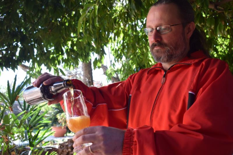 Desde 2014, Fabrício produz a própria cerveja