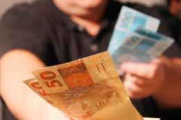 Salários da folha de pagamento de julho do Executivo serão pagos até o dia 31 de agosto