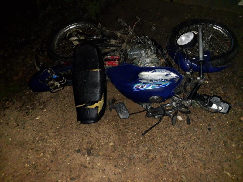 Moto ficou destruída com a colisão