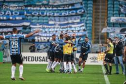 Grêmio derrota Inter e leva segundo turno do Gauchão