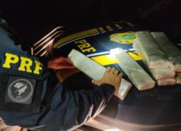 PRF prende mulher transportando 10 kg de maconha na BR-290